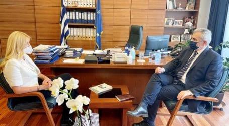 """Χαρακόπουλος σε Αραμπατζή: """"Ευρωπαϊκή"""" λύση για ζωοτροφές, αυστηροί έλεγχοι για μαϊμού-φέτα"""