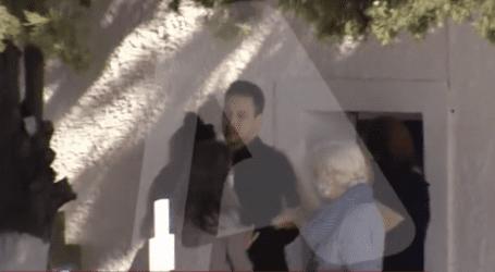 Ραγδαίες εξελίξεις στην Αλόννησο: Αστυνομικοί πήραν τον σύζυγο της Καρολάιν από το μνημόσυνο!