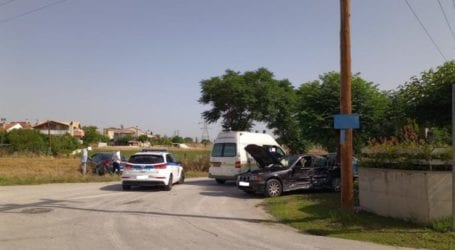 Το ένα τροχαίο μετά το άλλο σήμερα στη Λάρισα – Συγκρούσεις αυτοκινήτων με τραυματίες να μεταφέρονται στο Νοσοκομείο (φωτο)