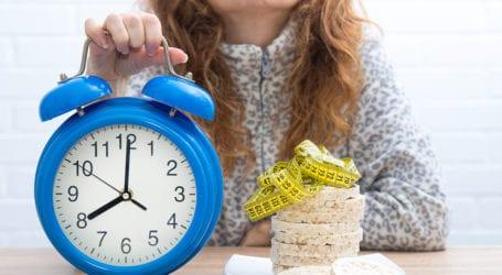 Φαγητό με το ρολόι: Πόσο μας αδυνατίζει η διαλειμματική νηστεία – Έρευνα απαντά