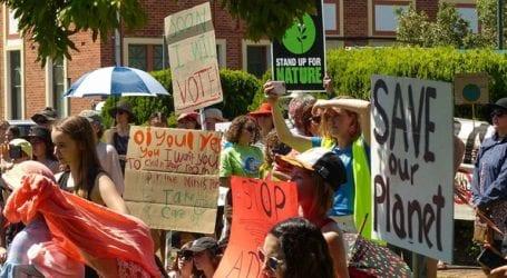 Μια 14χρονη βαδίζει στα χνάρια της Γκρέτα Τούνμπεργκ και διαδηλώνει για το κλίμα