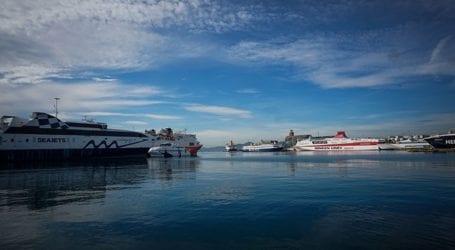 Λιμάνι Πειραιά: Αυτοκίνητο έπεσε στη θάλασσα