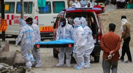 Οι γιατροί εξαντλημένοι, τρομαγμένοι και με ψυχικά τραύματα από τη μάχη κατά της πανδημίας