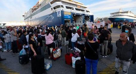 Ένταση και ουρές στο λιμάνι λόγω απεργίας της ΠΕΝΕΝ