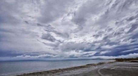Βροχερός ο καιρός την Τρίτη σε αρκετές περιοχές, με κατά τόπους έντονα φαινόμενα