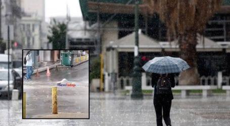 «Άνοιξε» δρόμος λόγω της ισχυρής καταιγίδας στο κέντρο της Θεσσαλονίκης