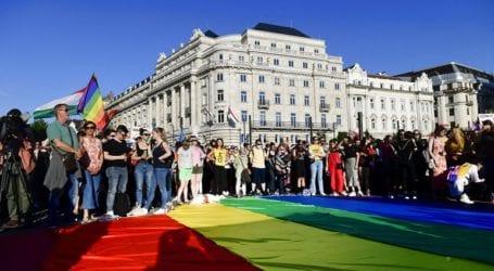 Υιοθέτηση νόμου που απαγορεύει την «προώθηση» της ομοφυλοφιλίας σε ανήλικους