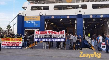 Συνωστισμός και… εκνευρισμός στο λιμάνι του Πειραιά
