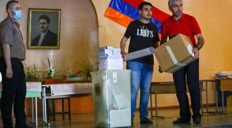 Άνοιξαν οι κάλπες για τις πρόωρες βουλευτικές εκλογές