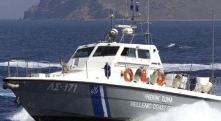 Σκάφος του Λιμενικού περισυνέλεξε 13χρονη χειρίστρια φουσκωτού κανό