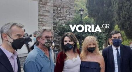 Στη Σκιάθο ο Κερτ Ράσελ και η Γκόλντι Χόουν – Συναντήθηκαν με Ζέρβα-Αγγελοπούλου