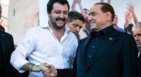 Σίλβιο Μπερλουσκόνι και Ματέο Σαλβίνι αναγγέλλουν τη συγχώνευση των κομμάτων τους