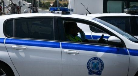 Αστυνομικοί εντόπισαν κατά τη διάρκεια ελέγχου νεκρή γυναίκα μέσα σε ταξί