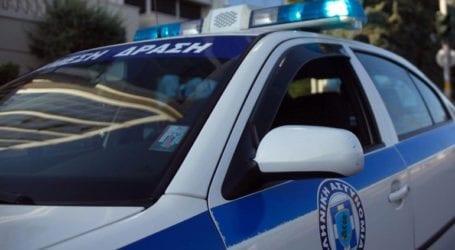 Συλλήψεις για κλοπές σε οχήματα έξω από το Γ' Κοιμητήριο Αθηνών