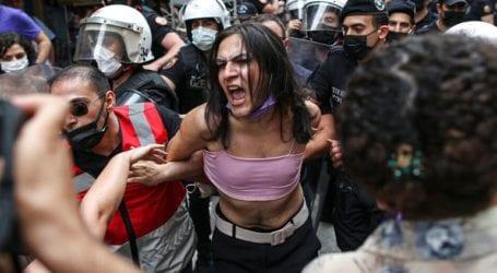 Δακρυγόνα και συλλήψεις στην πορεία Pride