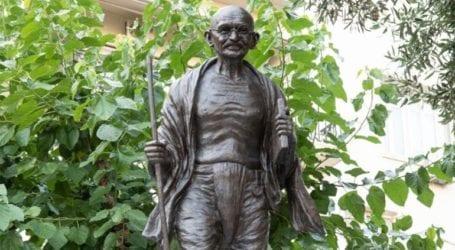 Αποκαλυπτήρια ανδριάντα του Μαχάτμα Γκάντι στην Αθήνα