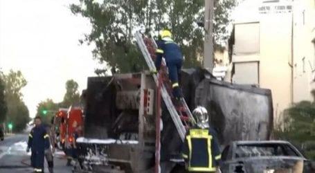 Σύγκρουση απορριμματοφόρου με ταξί στο Καβούρι – Σημειώθηκαν εκρήξεις και φωτιά