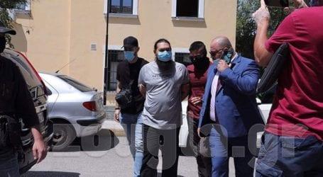 Προφυλακίστηκε ο ιερέας που έριξε καυστικό υγρό σε εφτά μητροπολίτες στη Μονή Πετράκη
