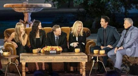 Η Jennifer Aniston δημοσίευσε φωτογραφίες από τα παρασκήνια του reunion των «Friends»