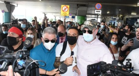 Πανικός στο αεροδρόμιο από την άφιξη του Τριαντάφυλλου στην Ελλάδα