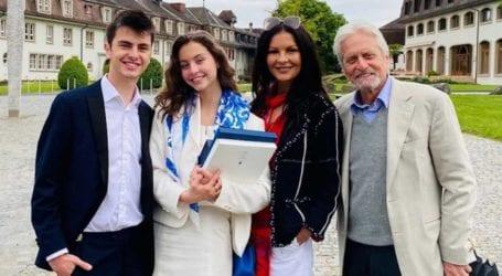 Michael Douglas: Πέρασαν τον ηθοποιό για παππού της κόρης του!