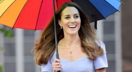 Η colorful εμφάνιση της Kate Middleton που τράβηξε τα βλέμματα