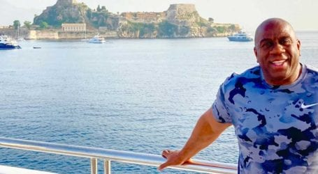 Ο Magic Johnson κάνει διακοπές στην Ελλάδα