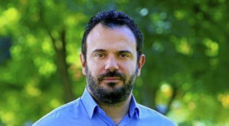 Ο Αδαμόπουλος απαντάει στην Λαϊκή Συσπείρωση για ΣΕΑ και αντικατάσταση οδοφωτισμού