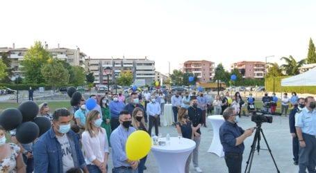 Πλατεία-κόσμημα το πάρκο «Τζένη Καρέζη» – Πλήθος κόσμου στα εγκαίνια (φωτό)