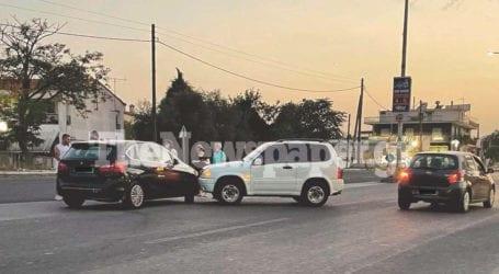 Τροχαίο ατύχημα στον Βόλο – Σύγκρουση ΙΧ στην οδό Λαρίσης [εικόνες]