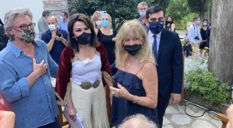 Με Γιάννα και αστέρες του Χόλιγουντ τα εγκαίνια της έκθεσης για την πρώτη ελληνική σημαία στη Σκιάθο