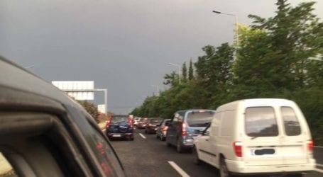 Επιστροφή για… γερά νεύρα – Ουρές χιλιομέτρων στην εθνική οδό Λάρισας-Θεσσαλονίκης (δείτε φωτό)