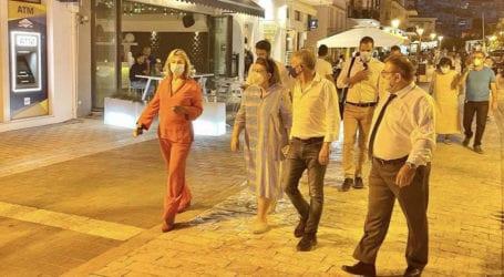 Με τη Λίνα Μενδώνη στη Σκιάθο Ζέττα και Αγοραστός