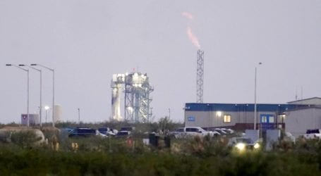 Γύρισε από το διάστημα ο Μπέζος: 11 λεπτά η πτήση – Πόσο έμειναν σε μηδενική βαρύτητα