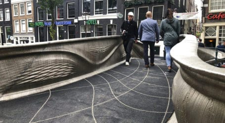 Η πρώτη ατσάλινη 3D-printed γέφυρα του κόσμου βρίσκεται στο Άμστερνταμ