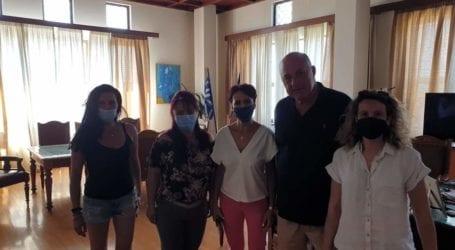 Συνάντηση Μπέου με το σωματείο σχολικών καθαριστριών