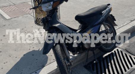 ΤΩΡΑ: Τροχαίο ατύχημα στην παραλία του Βόλου – Ένας 18χρονος τραυματίας [εικόνες]
