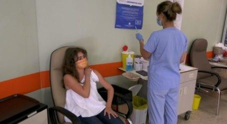 Η πρώτη 15χρονη Λαρισαία που εμβολιάστηκε: «Έτσι δείχνουμε σεβασμό στην κοινωνία»