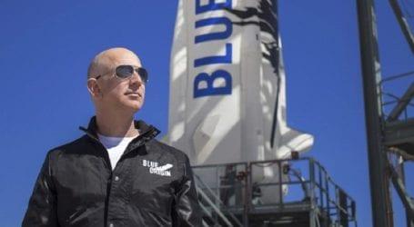 Τζεφ Μπέζος: Σε 10 λεπτά και 18 δεύτερα πήγε στο διάστημα και γύρισε