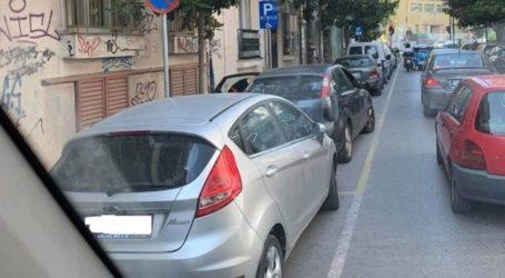 Λάρισα: Ο αγανακτισμένος οδηγός φορτοεκφόρτωσης, τα ανορθόδοξα παρκαρίσματα και το κομφούζιο στην πόλη (φωτο)
