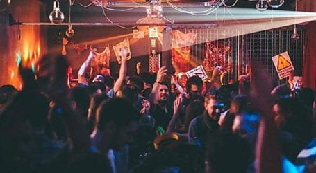Βόλος: Τσουχτερά πρόστιμα και λουκέτα σε μπαράκια που διοργάνωναν πάρτι, παρά την απαγόρευση!