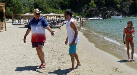 Βουτιές στα νερά του La Isla έκανε ο Κωνσταντίνος Αργυρός μαζί με τον Αχιλλέα Μπέο [εικόνες και βίντεο]