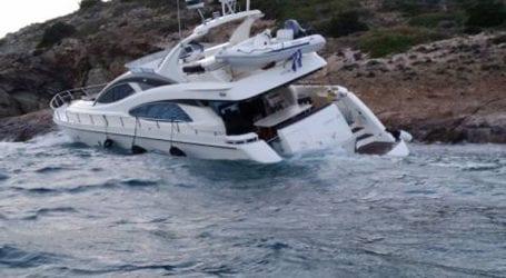 Τουριστικό σκάφος προσάραξε στον Αλυκό Νάξου