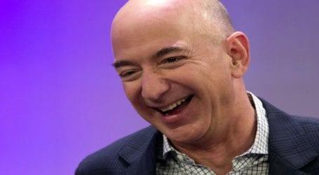 Ο Τζεφ Μπέζος παραδίδει το τιμόνι της Amazon
