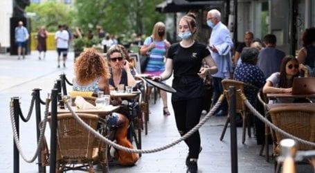 Το Λονδίνο σχεδιάζει να καταργήσει την καραντίνα για πλήρως εμβολιασμένους τουρίστες από τρίτες χώρες