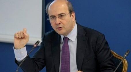 Προβληματική λειτουργία των air conditions διαπίστωσε ο Κ. Χατζηδάκης σε επίσκεψη στον ΕΦΚΑ Κορίνθου