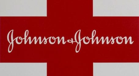 Η Johnson & Johnson ανακαλεί αντηλιακά έπειτα από τον εντοπισμό ενός καρκινογόνου χημικού