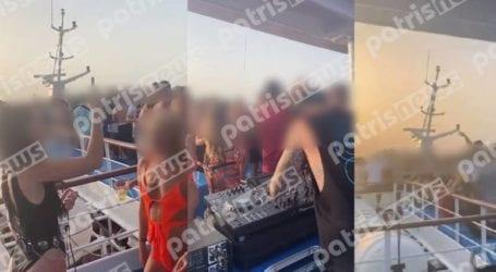 Επτά συλλήψεις για «κορωνοπάρτι» σε τουριστικό σκάφος