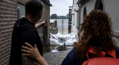 Τα πλημμυρισμένα ποτάμια απειλούν κατοικημένες περιοχές