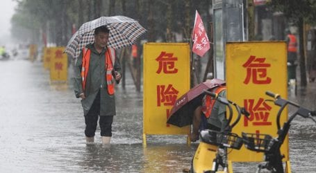 Σχεδόν 200.000 άνθρωποι απομακρύνθηκαν εσπευσμένα από τις εστίες τουςλόγω των πλημμυρών